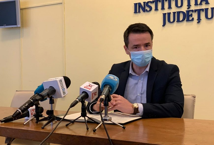Prefectul Emanuel Soare: Peste 3000 de profesori din Argeş vor să se vaccineze/Şcolile, pregătite pentru reprimirea elevilor
