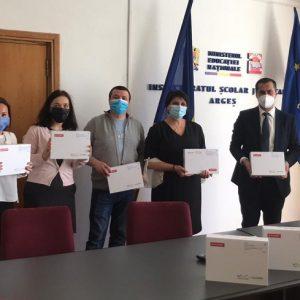 100 de elevi din zone defavorizate din Argeș și Dâmbovița vor învăța de pe tablete donate de Fundația Groupe Renault România
