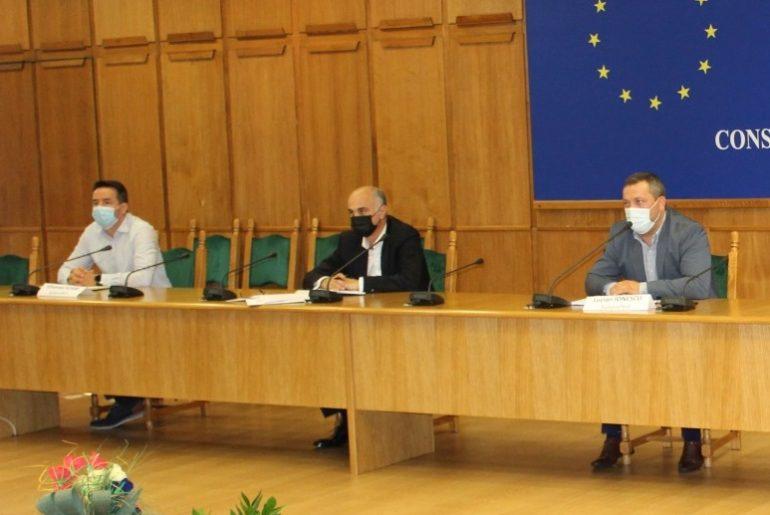 Prima apariţie oficială a lui Radu Perianu, în calitate de consilier al premierului Florin Cîţu!!